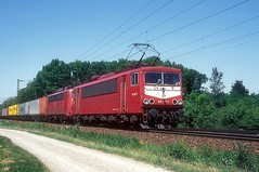 155 077 + 140 498  bei Rastatt  15.05.98 (w. + h. brutzer) Tags: rastatt eisenbahn eisenbahnen train trains deutschland germany railway elok eloks lokomotive locomotive zug db dr 155 250 webru analog nikon