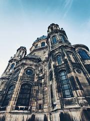 Eglise saint augustin vu d'en bas (indoredtech) Tags: église saint augustin paris oneplus architecture bâtiment contraste vitraux ultra grand angle balade sky