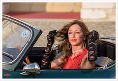 L'album dei ritratti 12 (Outlaw Pete 65) Tags: ritratti portraits persone people donna woman guanti gloves automobile car colori colours nikond750 tamron70200mm rezzato lombardia italia