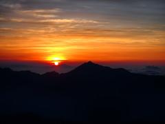 Sunrise and Mt. Kashima-Yarigatake (prelude2000) Tags: 富山 立山 鹿島槍ヶ岳 japan toyama tateyama mtkashimayarigatake mountain cloud 日の出 sunrise 朝焼け 朝日