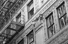 Pillers (Alex Luyckx) Tags: chicago illinois downtown urban city loop details architecture cta buildings fall vacation trip minolta minoltamaxxum9 maxxum9 slr 135 35mm minoltamaxxumafmacro100mm128 macodirect rollei rolleirpx400 rpx400 asa320 photographersformulary pyrocathd 11100 nikoncoolscanved adobephotoshopcc bw blackwhite film filmphotography believeinfilm filmisalive filmisnotdead