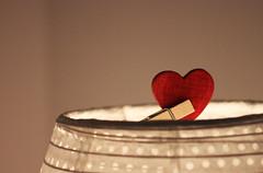 Douceur d'un week-end en famille... (NUMERIK33) Tags: douceur coeur heart rouge famille lumière light bienveillance home chill