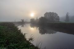 Tage im Herbst (Jörg Kage) Tags: deutschland nature misty fog river germany landscape nebel natur fluss landschaft bäume baum nahaufnahme saarland morgens trees sun tree sunrise sonne sonnenaufgang