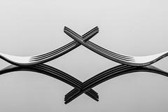 Fourchettes (Nathalie Falq) Tags: formatpaysage fourchette macro monochrome noiretblanc objetduquotidien packshot proxi fujifilmxt2 xf80mmf28rlmoiswrmacro fujifilm