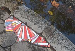 Street art par Emenem, Lyon (Rhône, France) (michele 69600) Tags: emenem streetart lyon départementdurhône france europe automne autumn reflet reflection water eau