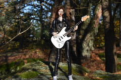 Amanda rockin (JL_the_Lion) Tags: amandarockin bjd 14 msd doll amanda beauty dollshe craft fashion outdoor forest wood tree autumn sun rock electric guitar ritchie blackmore electriclandstore etsy jewelry bracelet silver crystal raven666 bazikotek