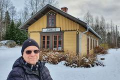 Jag vid Järle station (Michael Erhardsson) Tags: järle michael porträtt repotage nerikesallehanda 2019 november