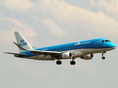 PH-EXX E175 Amsterdam 14-6-19 (BusterG4) Tags: ams amsterdam embraer klm phexx e175
