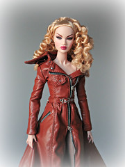 Coming out of the fog (Deejay Bafaroy) Tags: nadja nadjarhymes londonshow fr fashion royalty integrity toys doll puppe convention 2019 portrait porträt blonde blond coat mantel brown braun