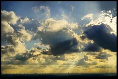 under the Sun ... Skyline Berlin (tingel79) Tags: sunbeams sunshine sunny sonnenstrahlen sonnenschein sonnig sony sonya6500 sel35mmf18oss wolken cloud himmel sky skyline fernsehturm berlin fog nebel view flugzeug airplane ballon industrie smog weite panorama blick licht lumen langerlulatsch landschaft lamp photography photograph tingelpixx blau blue yellow gelb foto fotografie art kunst gebäude building cityscape city scape outdoor day germany europa arkenberge mühlenbeck mönchsmühle yourbestoftoday