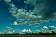 Si la vida son 2 días, quiero 48 horas a tu lado. (Elena m.d. 12.7M views.) Tags: tokina 1116 nikon d5600 landscape nature sky clouds bleu blue