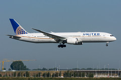 N27958 - United Airlines - Boeing 787-9 Dreamliner (5B-DUS) Tags: n27958 united airlines boeing 7879 dreamliner b789 ams eham amsterdam schiphol airport airplane aircraft aviation flughafen flugzeug planespotting p spotting