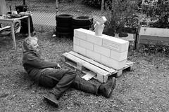 the sculpturer (Anders Öfverström) Tags: bw stockholm street scupture artist waltermedina rob mcdonald sweden fujifilmx100s andersöfverström cyklopen consultapopular 2019 people