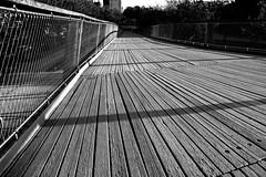 Place Saint-Léonard (Liège 2019) (LiveFromLiege) Tags: place saint léonard placestleonard liège reflet blackandwhite blackwhite blackandwhitephotography bnw whiteandblack whiteblack blancnoir noiretblanc passerelle