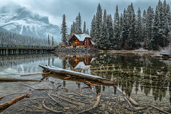 Stillness (Phil's Pixels) Tags: dawn daybreak earlymorning firstlight emeraldlake emeraldpeak cilantrocafe emeraldlakelodge reflections snow yohonationalpark field britishcolumbia canada