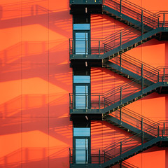 escalier Clichy-Batignolles (booHguy) Tags: couleurs architecture escalier orange