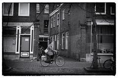 Tegen het verkeer in (Gerard Stolk ( vers le toussaint)) Tags: langegeerdelft fietsster