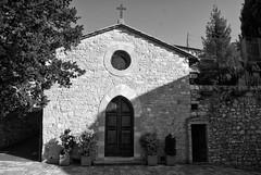 Assisi (Roybatty63) Tags: nikon umbria bn bw biancoenero blackandwhite blackwhite d80 assisi chiesa chiesetta santamargherita borghi borgo