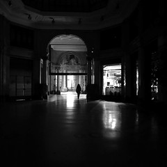 Galleria Meravigli Milano (Spenny71) Tags: iphone street bn bw night notte gallerie milano