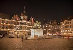 - RATHAUS - (norbert.karow) Tags: motive architektur profanbauten rathaus denkmal stadtplatz altstadt düsseldorf nachtfotografie langzeitbelichtung