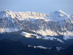 Der erste Schnee (Sigriswilgrat, Jungfrau aus Sicht Staufen) (Martinus VI) Tags: herbst automne autumn fall november novembre y191110 martinus6 martinus6xy martinus martinusvi hillside
