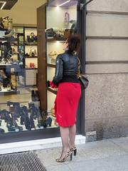 More shoes (Franco & Lia) Tags: street fotografiadistrada strasenfotografie photographiederue milano milan lombardia scarpe shoes ragazza girl stphotographia