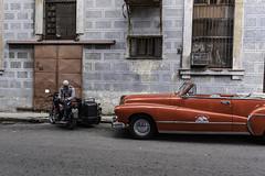 Rentar une fantasia, pour les riches seulement (Pierre-Luc G.) Tags: nikon nikond810 nikonfullframe d810 fullframe lahabana lahavane cuba cubalahavane streetphotography streetshot photoderue