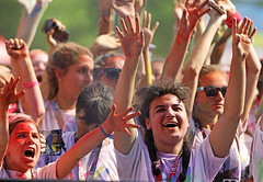 The Perfect Scream (kirstiecat) Tags: thecolorrun people race color colour chicago emotions secream exciting excitement strangers chicagoans canon