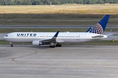 United Airlines Boeing 767-300 N647UA KIAH 20OCT19 (FelipeGR90) Tags: boeing767 georgebushintercontinental houstonintercontinental unitedairlines 763 767 767300 b763 b767 boeing htx houston iah kiah n647ua ua ual united texas unitedstatesofamerica