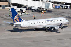 United Express (Mesa Airlines) Embraer 175 N89357 KIAH 20OCT19 (FelipeGR90) Tags: embraer175 georgebushintercontinental houstonintercontinental mesaairlines superspatula unitedexpress ash airshuttle ejets e175 erj175 htx houston iah kiah n89357 yv texas unitedstatesofamerica