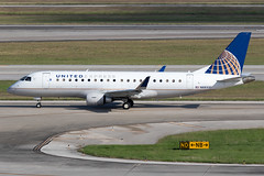 United Express (Mesa Airlines) Embraer 175 N88331 KIAH 20OCT19 (FelipeGR90) Tags: embraer175 georgebushintercontinental houstonintercontinental mesaairlines superspatula unitedexpress ash airshuttle ejets e175 erj175 htx houston iah kiah n88331 yv texas unitedstatesofamerica