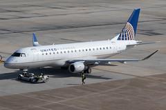 United Express (Mesa Airlines) Embraer 175 N82333 KIAH 20OCT19 (FelipeGR90) Tags: embraer175 georgebushintercontinental houstonintercontinental mesaairlines superspatula unitedexpress ash airshuttle ejets e175 erj175 htx houston iah kiah n82333 yv texas unitedstatesofamerica