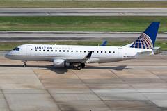 United Express (Mesa Airlines) Embraer 175 N85323 KIAH 20OCT19 (FelipeGR90) Tags: embraer175 georgebushintercontinental houstonintercontinental mesaairlines superspatula unitedexpress ash airshuttle ejets e175 erj175 htx houston iah kiah n85323 yv texas unitedstatesofamerica