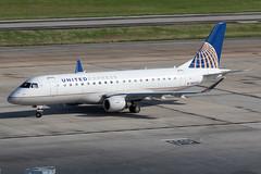 United Express (Mesa Airlines) Embraer 175 N88332 KIAH 20OCT19 (FelipeGR90) Tags: embraer175 georgebushintercontinental houstonintercontinental mesaairlines superspatula unitedexpress ash airshuttle ejets e175 erj175 htx houston iah kiah n88332 yv texas unitedstatesofamerica