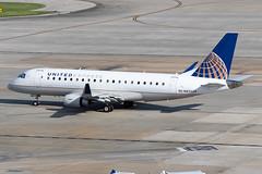 United Express (Mesa Airlines) Embraer 175 N83329 KIAH 20OCT19 (FelipeGR90) Tags: embraer175 georgebushintercontinental houstonintercontinental mesaairlines superspatula unitedexpress ash airshuttle ejets e175 erj175 htx houston iah kiah n83329 yv texas unitedstatesofamerica