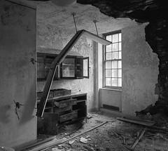 (Mitch Goddard) Tags: mamiya7 50mmf45 efke25 rodinal statenisland seaviewhospital abandoned urbex urbanexploration trespassing rust grime decay urbandecay blackandwhite