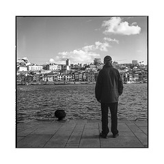 the other side • porto, portugal • 2019 (lem's) Tags: porto gaia river fleuve man homme contemplation dock quai portugal rolleiflex t