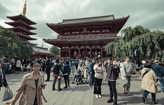 Japan - Tokyo (SergioQ79 - Osanpo Photographer -) Tags: japan tokyo asakusa temple people street crow 2019 nikon d7200 asia