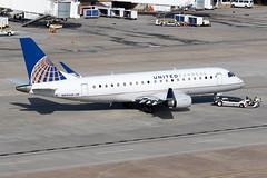 United Express (Mesa Airlines) Embraer 175 N89349 KIAH 20OCT19 (FelipeGR90) Tags: embraer175 georgebushintercontinental houstonintercontinental mesaairlines superspatula unitedexpress ash airshuttle ejets e175 erj175 htx houston iah kiah n89349 yv texas unitedstatesofamerica