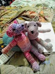 teddies (vw4y) Tags: teddies teddybears handknitted wool inwinter