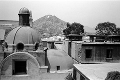 lima centro (Eric Jan Zen) Tags: centro de lima trix cerro rímac san cristóbal colonial bandera perú