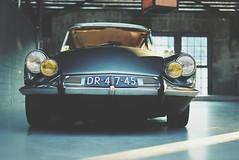 Citroen DS - Die Göttin (VintageLensLover) Tags: auto citroen ds bokeh bokehlicious dof schärfentiefe schärfeverlauf oldtimer sigmaart35mmf14 sonya7iii
