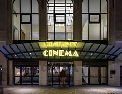 Se faire des films...Un soir d'automne* (PhlippeC.) Tags: cinéma bâtiment reims marne architecture artdéco street rue erlon place