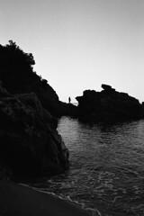 (analogicmoment) Tags: 35mm analogphotography filmphotography blackandwhite bnwfilm kodaktrix400 ricohff1 pointandshoot homedeveloped kodakhc110b landscape ishootfilm keepfilmalive buyfilmnotmegapixels filmisnotdead