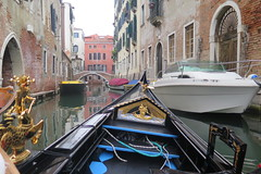 Unvoidable in Venice... A gondola ride ! (Sokleine) Tags: gondola gondole boat cruise balade trip canal water tradition tourism venezia venice venise italia italie italy europe