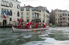 Unvoidable in Venice... A gondola ride ! (Sokleine) Tags: gondola gondole boat cruise balade trip canal water tradition tourism venezia venice venise italia italie italy europe training rameur