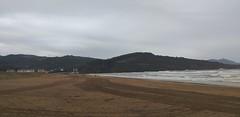 Mañana de este lunes otoñal con tiempo desapacible y con lluvias y fuerte oleaje ( Playa la arena) (eitb.eus) Tags: eitbcom 41476 g1 tiemponaturaleza tiempon2019 bizkaia zierbena juanguerrero