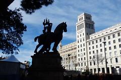 Barcelona - Escultura en la Plaza de Cataluña (EduOrtÍn.) Tags: plaza cataluña barcelona escultura catalunya