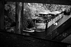 La passerelle du fantôme de Marie-Pierre (Un jour en France) Tags: péniche picardie oise hautsdefrance monochrome noiretblanc noiretblancfrance pont passerelle black canoneos6dmarkii canonef1635mmf28liiusm eos strange étrange