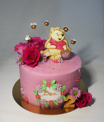 Winnie The Pooh Cake (Passione: Cupcakes!) Tags: winniethepooh winniethepoohcake cake cakedesign cakedecoration buttercreamcake roses biscuits decoratedbiscuits handpaintedbiscuits handpainted cookies decoratedcookies handpaintedcookies